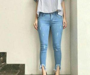 1. Anda Mudah Membuat Ripped Jeans Sendiri